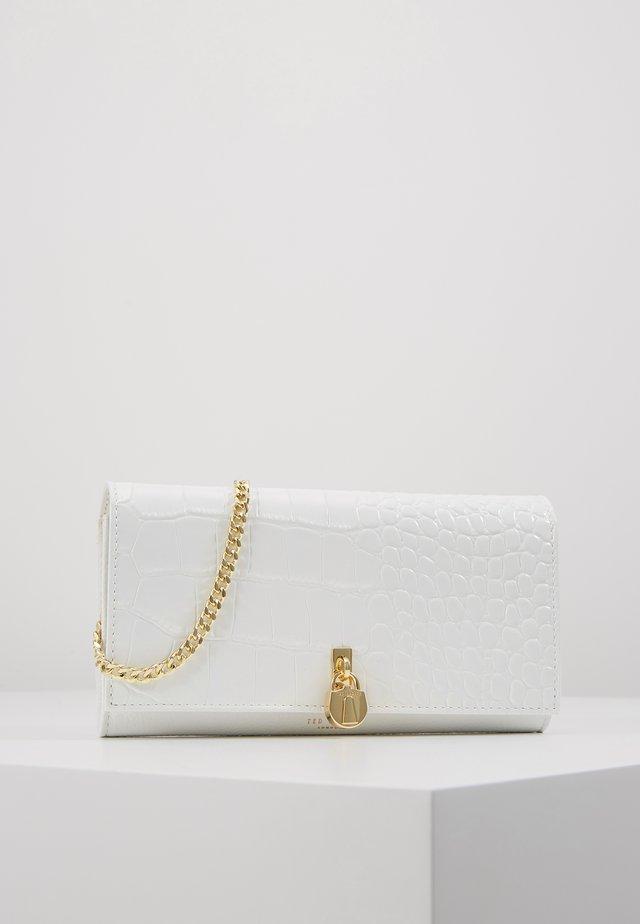 SINITAH - Clutch - white