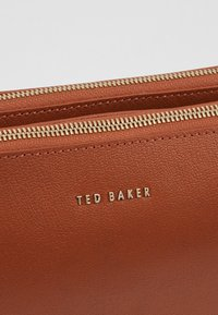 Ted Baker - DANII - Torba na ramię - brown - 6