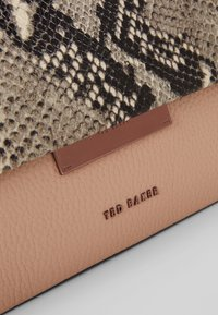 Ted Baker - ALANI - Handtasche - taupe - 7