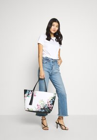 Ted Baker - AYELIIE - Tote bag - ivory - 1