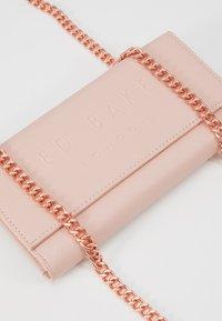 Ted Baker - TELIFI - Clutch - dusky pink - 6