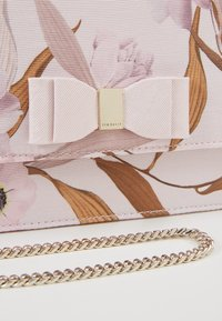 Ted Baker - KAYLII - Across body bag - baby pink - 5