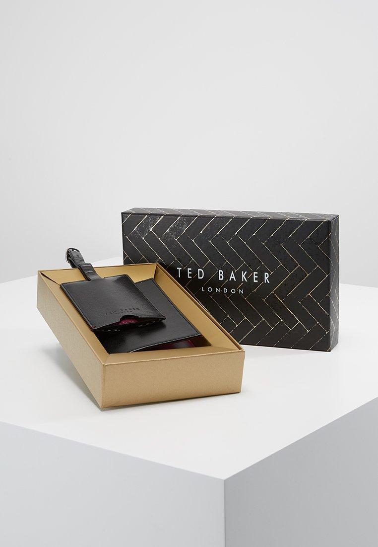 Ted Baker - CHUCKLE SET - Paspoorthouder - black