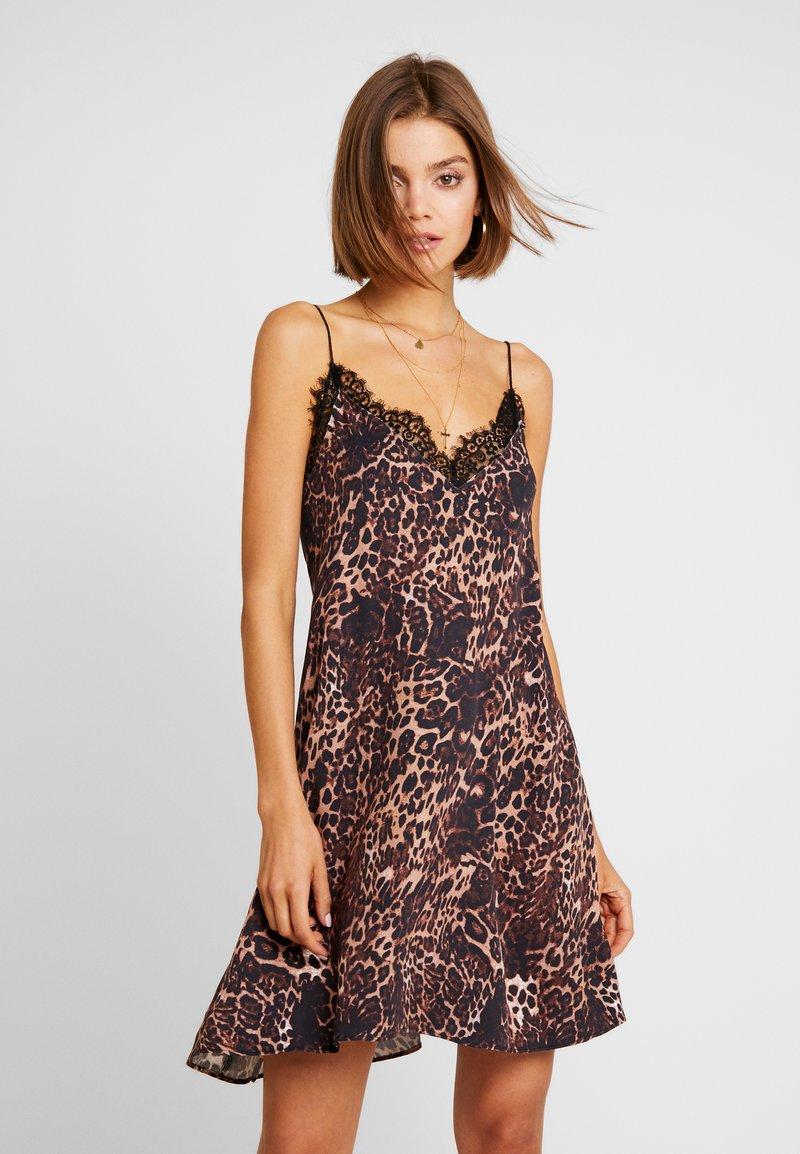 One Teaspoon - BIG CAT DELIRIOUS SLIP DRESS - Day dress - beige/brown