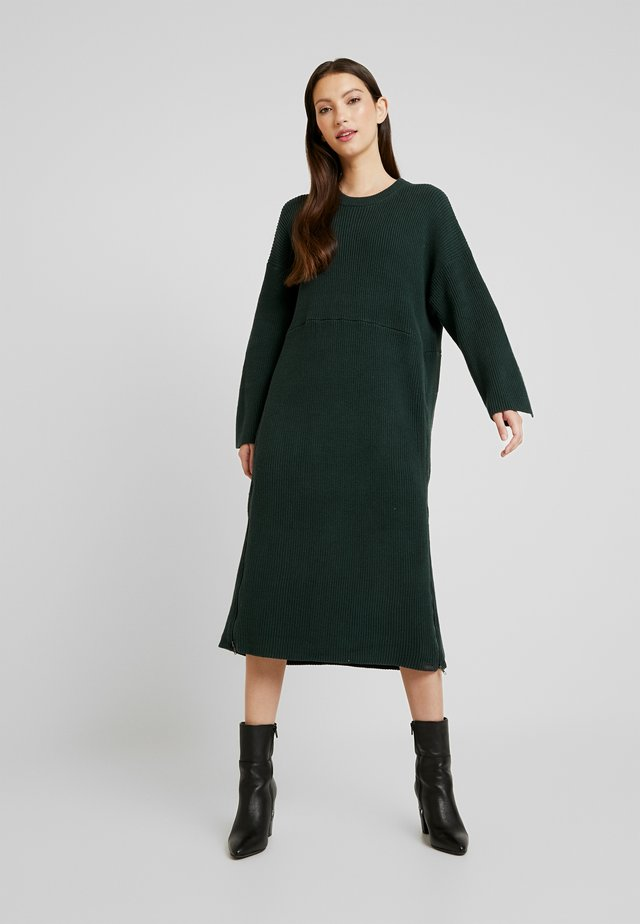 BOTTLE GREEN STUDIO ZIP DRESS - Strikket kjole - bottle green