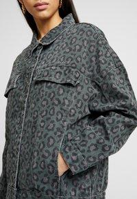 One Teaspoon - LEOPARD NIGHT CRAWLER TRUCKER JACKET - Denim jacket - olive/brown - 5