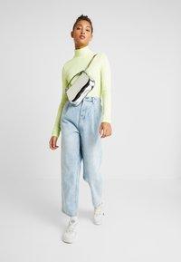 One Teaspoon - SMITHS HIGH WAIST TROUSER - Flared Jeans - wilde blue - 1