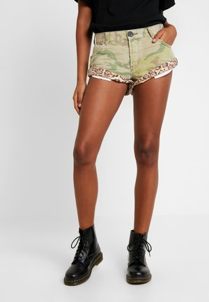 SAFARI CAMO BANDITS - Shorts di jeans - coloured denim olive