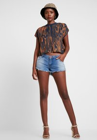 One Teaspoon - HOLLYWOOD BONITA LOW WAIST - Shorts di jeans - blue denim - 1