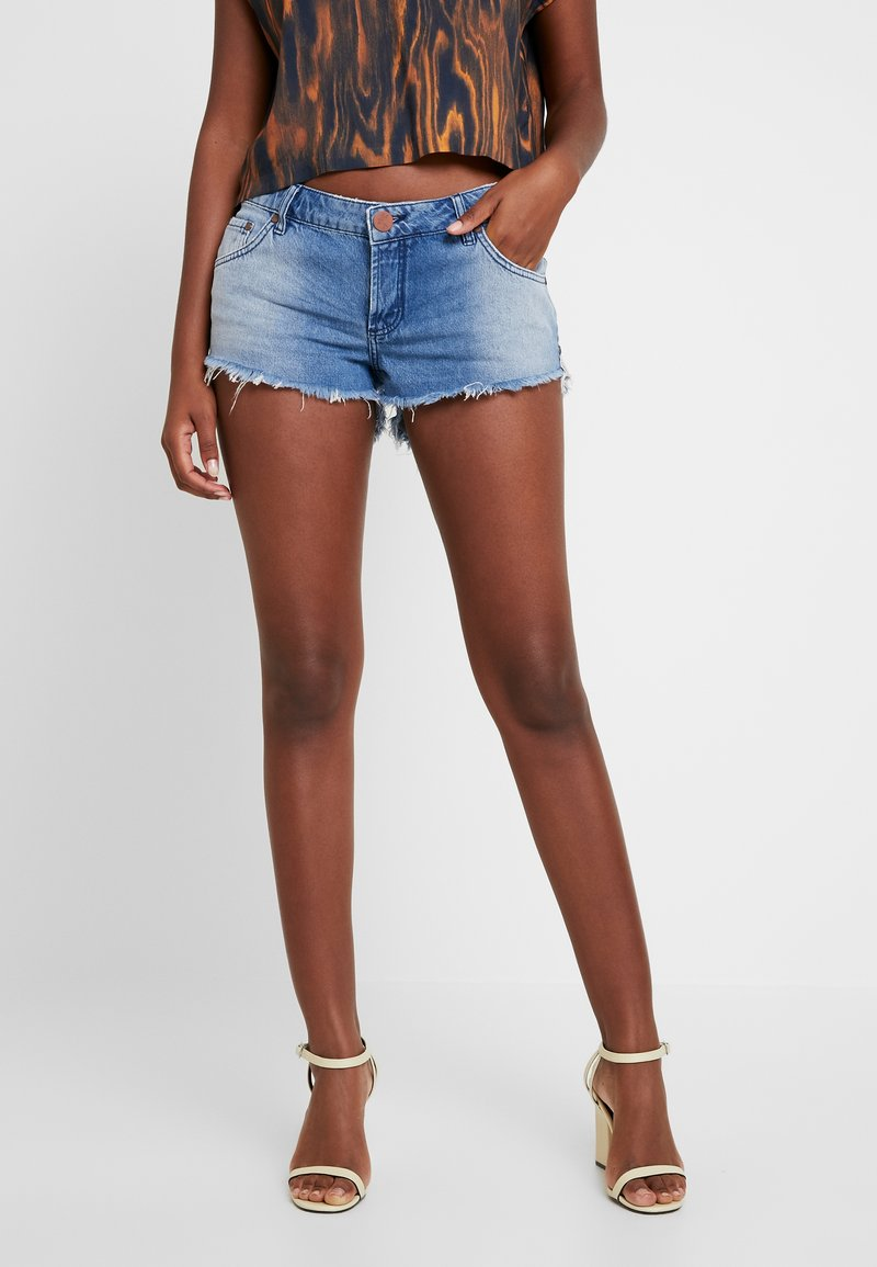 One Teaspoon - HOLLYWOOD BONITA LOW WAIST - Shorts di jeans - blue denim