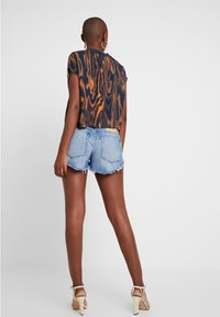 One Teaspoon - HOLLYWOOD BONITA LOW WAIST - Shorts di jeans - blue denim - 2