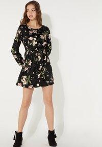 Tezenis - MIT SCHNÜRUNG - Day dress - nero st.floral bouquet - 1