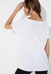 Tezenis - BRUSTTASCHE - Basic T-shirt - bianco - 2