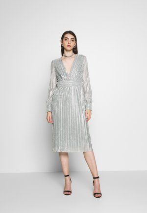 WINNER MIDI DRESS - Juhlamekko - sage green/silver