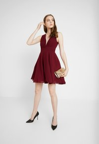 TFNC - NORDI MINI SKATER - Cocktailjurk - burgundy - 2