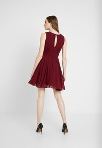 TFNC - NORDI MINI SKATER - Cocktailjurk - burgundy - 3
