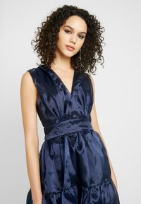 TFNC - PIETRA DRESS - Koktejlové šaty/ šaty na párty - navy - 4