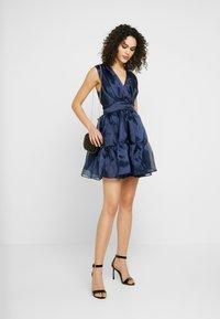 TFNC - PIETRA DRESS - Koktejlové šaty/ šaty na párty - navy - 2