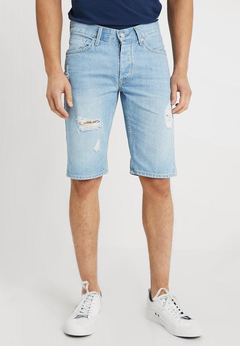 Tiffosi - MUSTON - Jeansshort - light blue denim