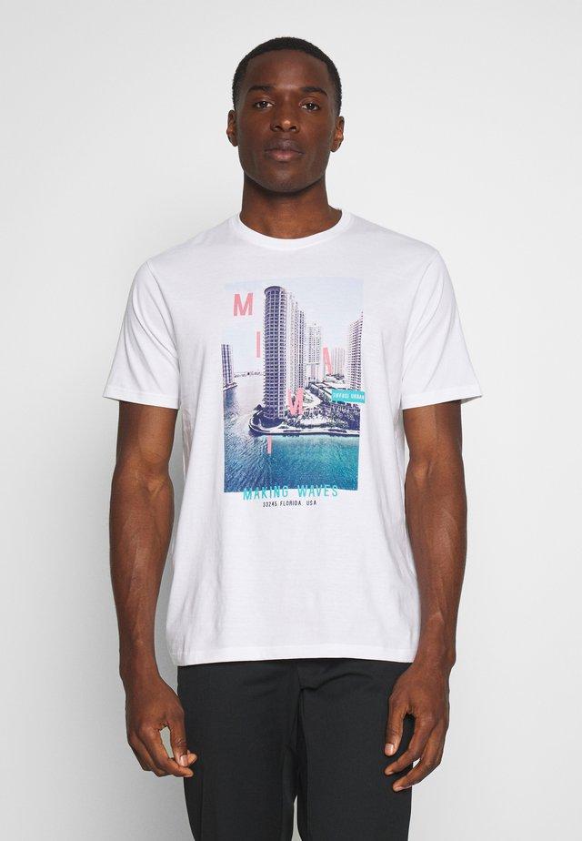 MANTENO - T-shirt con stampa - white