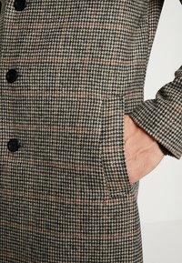 Tiffosi - FINLEY - Halflange jas - beige/black - 4