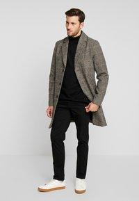 Tiffosi - FINLEY - Halflange jas - beige/black - 1