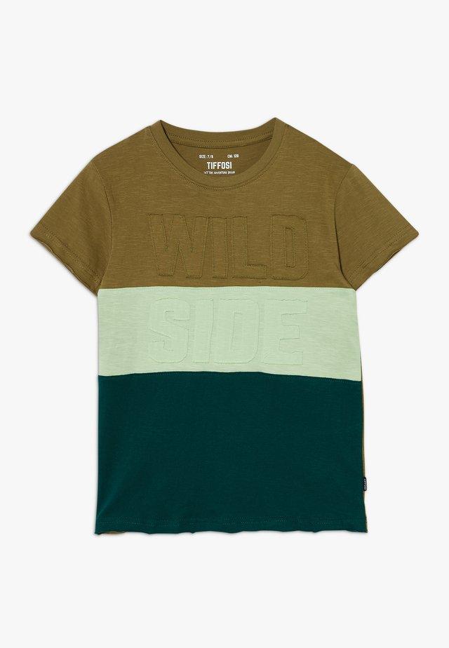 FABIANO - Camiseta estampada - green