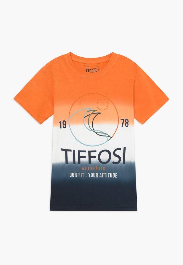 RAFAEL - T-shirt con stampa - orange