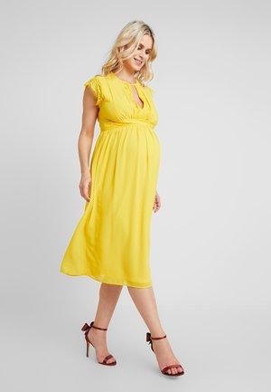 EXCLUSIVE FINLEY MIDI DRESS - Cocktailklänning - spectra yellow