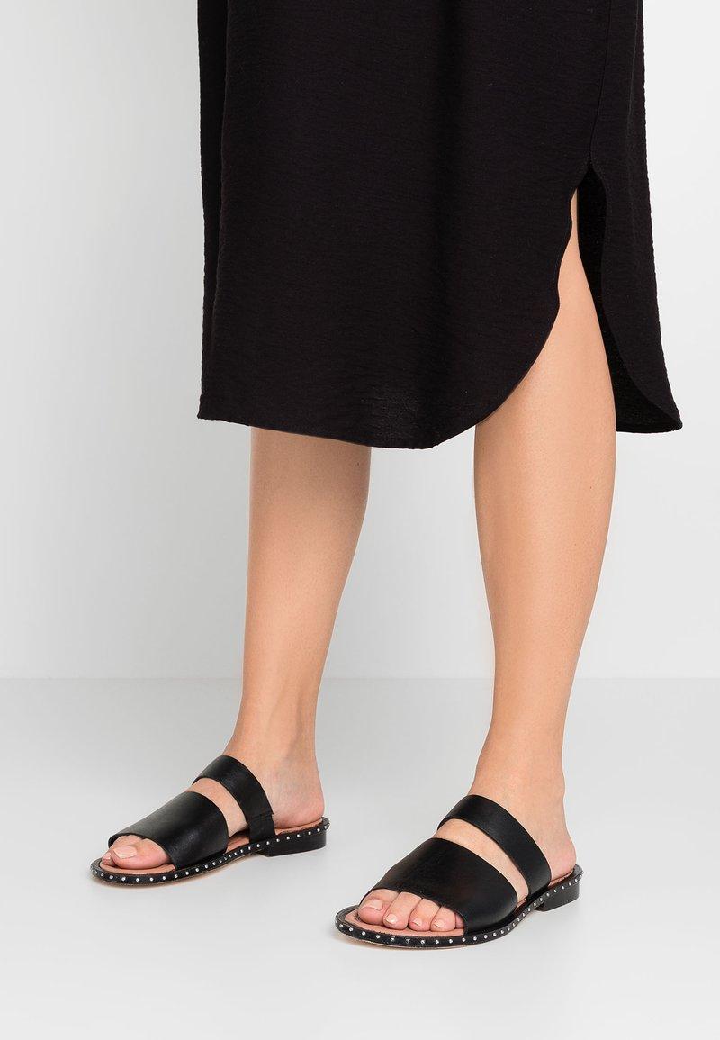 Tigha - ALARA - Pantolette flach - black