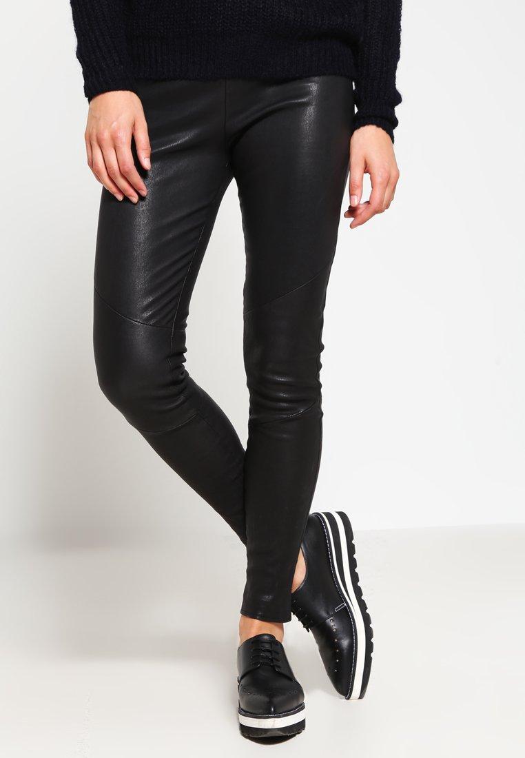 Tigha - NORI - Spodnie skórzane - black