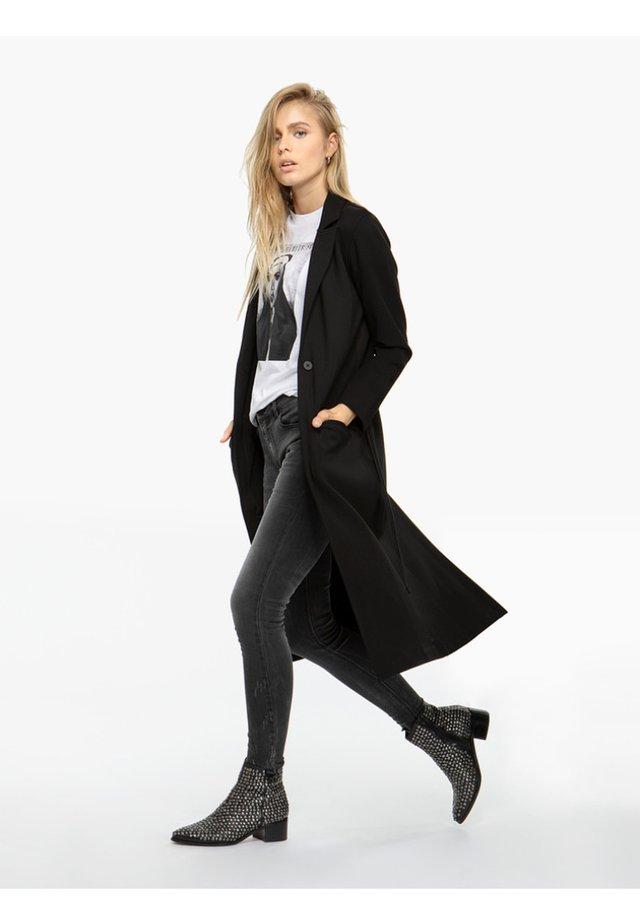 ISELA - REVERSKRAGEN - Short coat - black