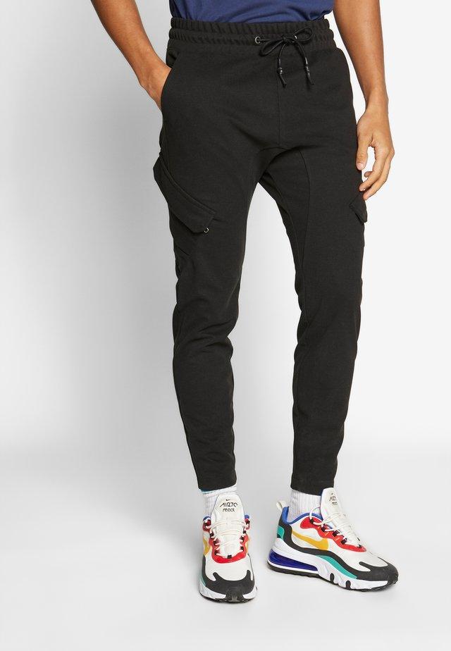 MALEK - Teplákové kalhoty - black