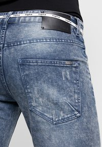 Tigha - BILLY THE KID PATCHED - Jeans Skinny Fit - mid blue - 3