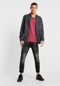 Tigha - BILLY THE KID PATCHED - Jeans slim fit - dark grey - 1