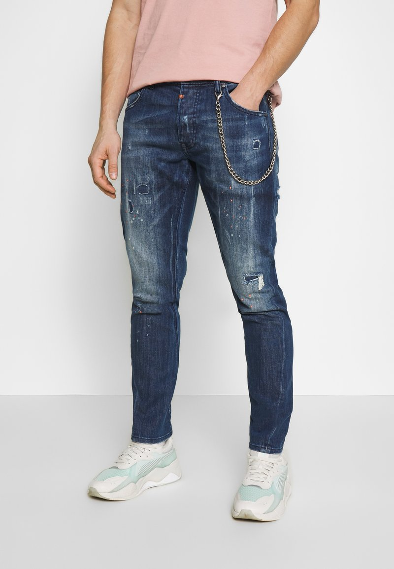 Tigha - BILLY THE KID REPAIRED - Jeans slim fit - mid blue