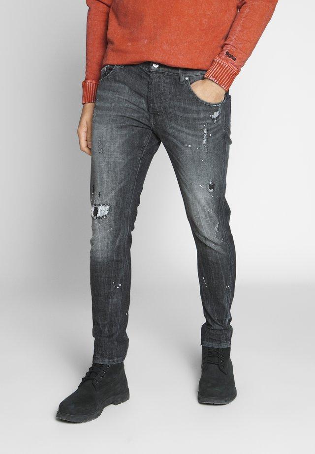BILLY THE KID REPAIRED - Džíny Slim Fit - vintage black