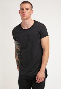 Tigha - MILO - Basic T-shirt - black - 0
