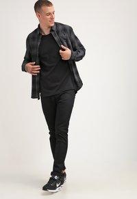 Tigha - MILO - Basic T-shirt - black - 1