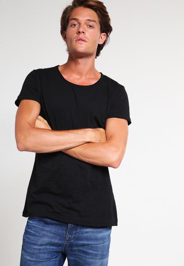 WREN - Jednoduché triko - black