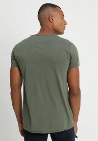 Tigha - WREN - T-shirts - military green - 2