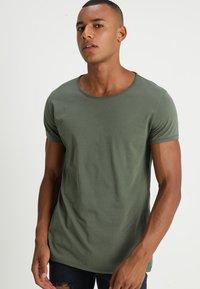 Tigha - WREN - T-shirts - military green - 0