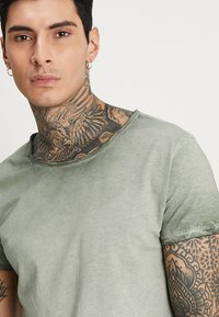 Tigha - VITO SLUB - Camiseta estampada - military green - 4
