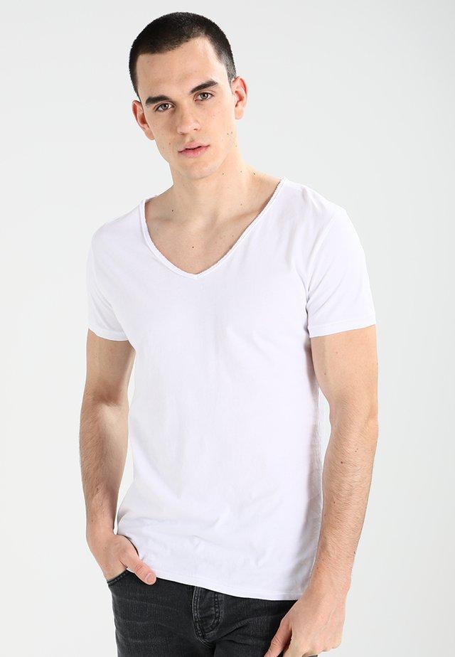 MALIK - Basic T-shirt - white