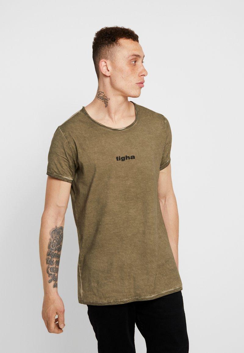 Tigha - JARDEL - T-shirts basic - vintage oily green