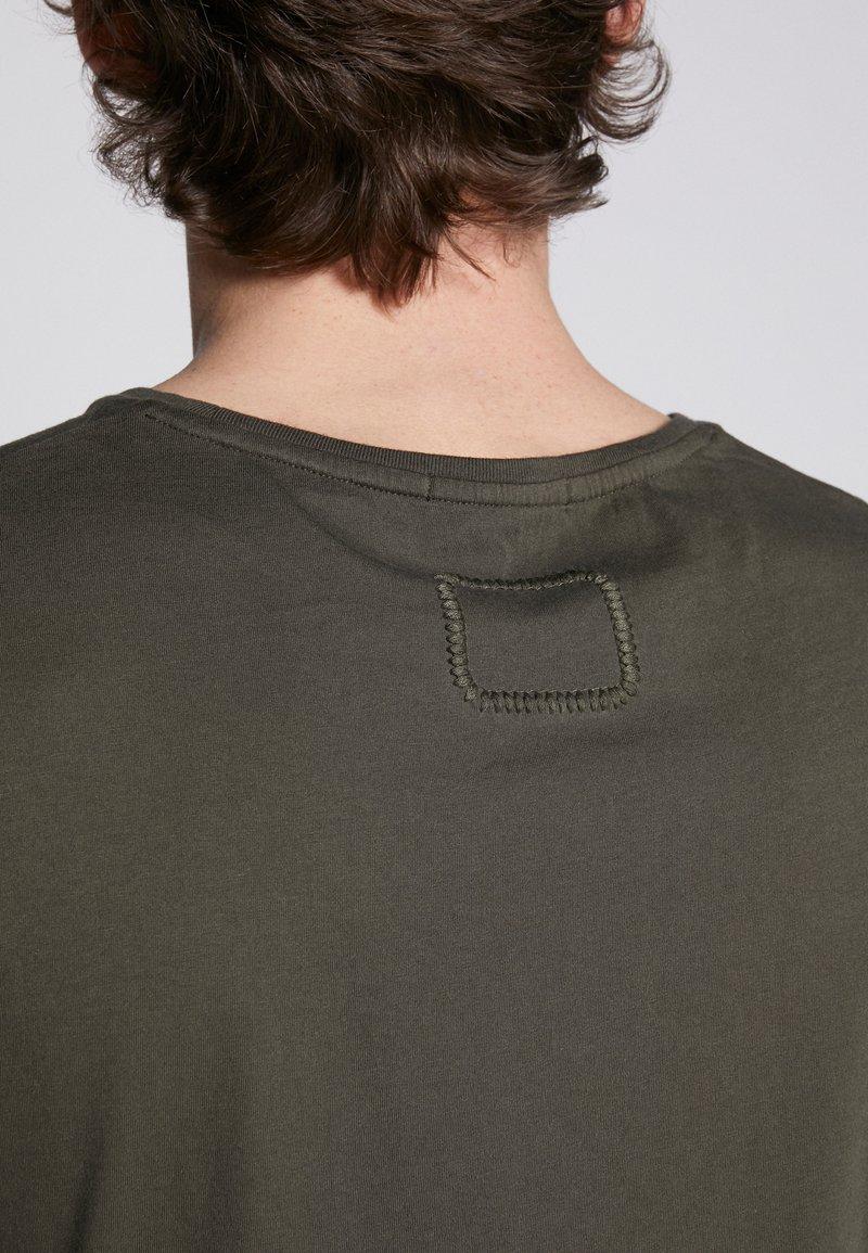 Tigha HEIN - T-shirts - military green