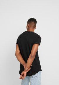 Tigha - MILO LOGO - Camiseta estampada - black - 2