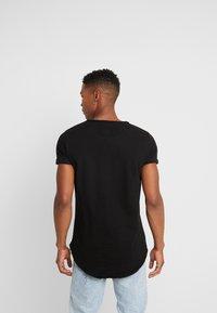 Tigha - MILO - T-shirts - black - 2