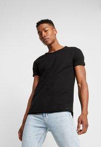 Tigha - MILO - T-shirts - black - 0