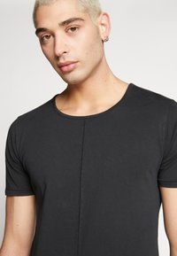 Tigha - ELIANO - Camiseta básica - black - 3